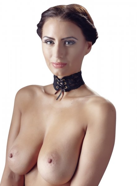 Halsband aus schwarzem Spitzenband
