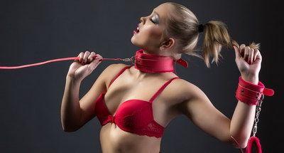 Sichere Halsfesseln und Handfesseln im  Bondage Shop
