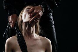 BDSM Geschichten: Meine erste echte Bestrafung durch meinen Herrn