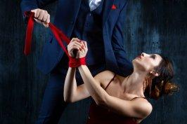 Krawatten-Bondage - nichts ist unmöglich