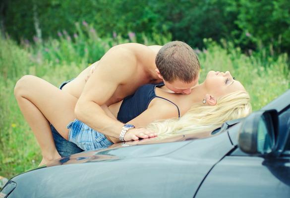 sexstellungen-im-auto
